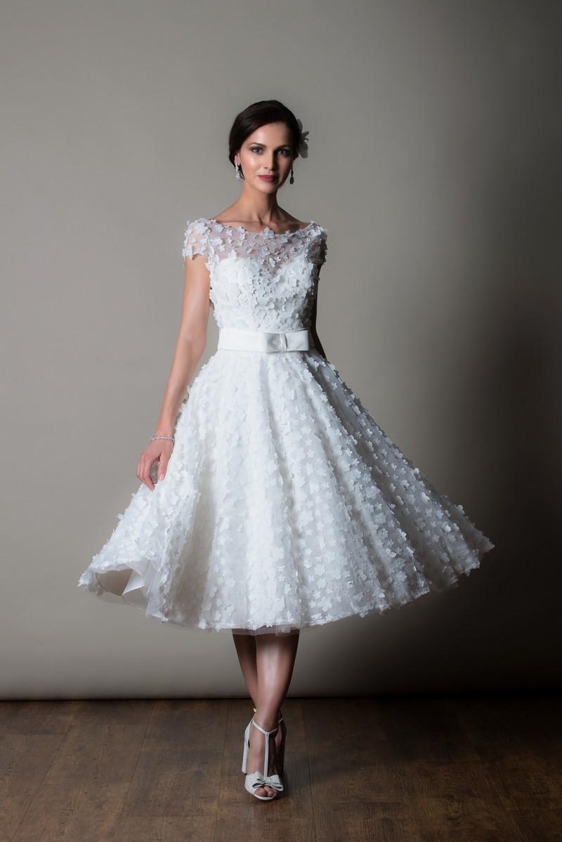 Nice Wedding Dress by Rita Mae