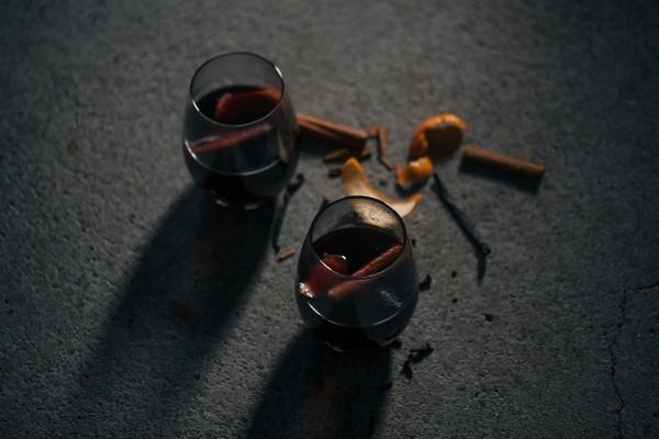 Mulled wine wedding drinks