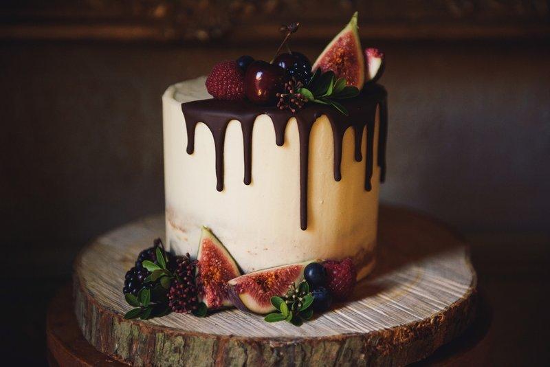 Ganache drip wedding cake