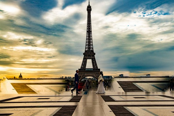 Bride and groom facing each other with Eiffel Tower in background - Picture by Antonio Matera Photography