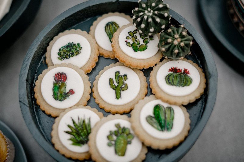Cactus iced biscuits