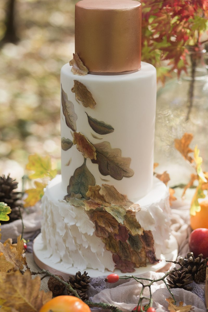Autumn wedding cake with leaf design