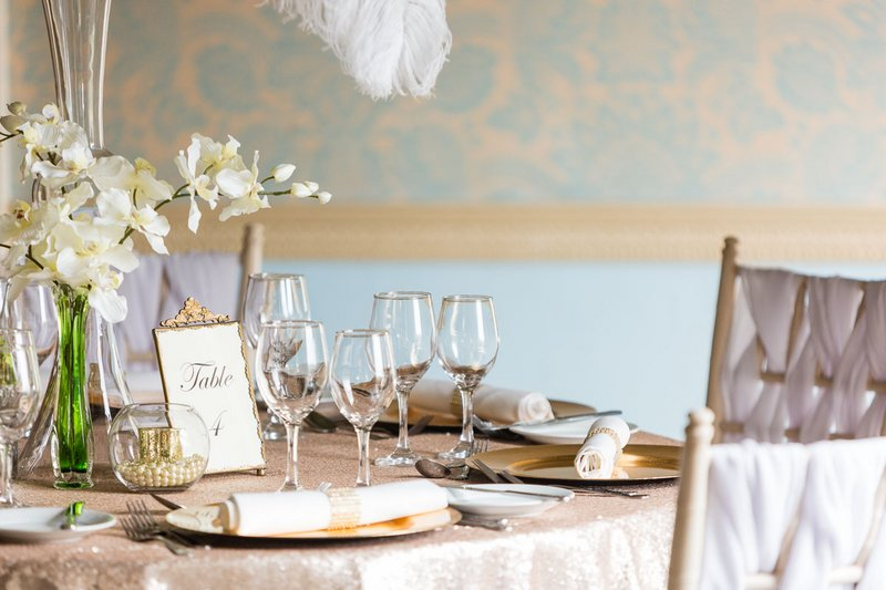 Wedding table with elegant, vintage wedding styling