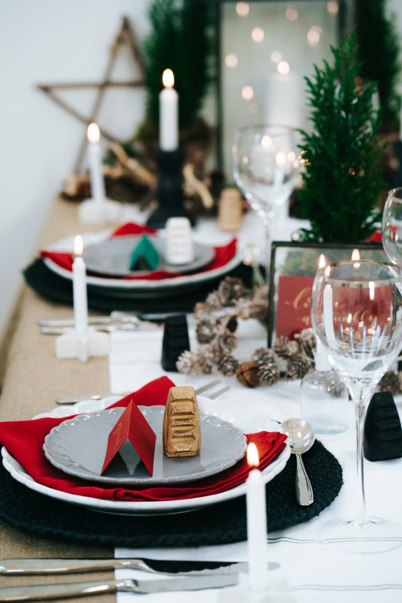 Winter wedding table styling in red, black and gold