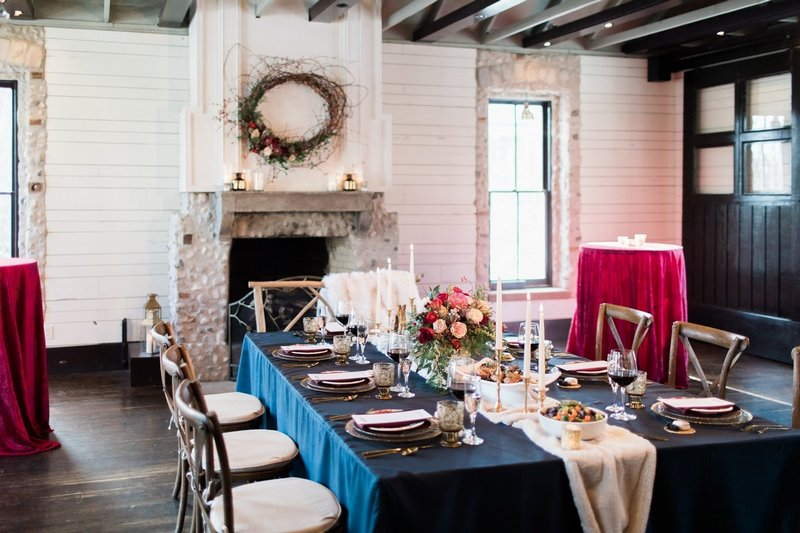 Winter wedding table with navy blue tablecloth