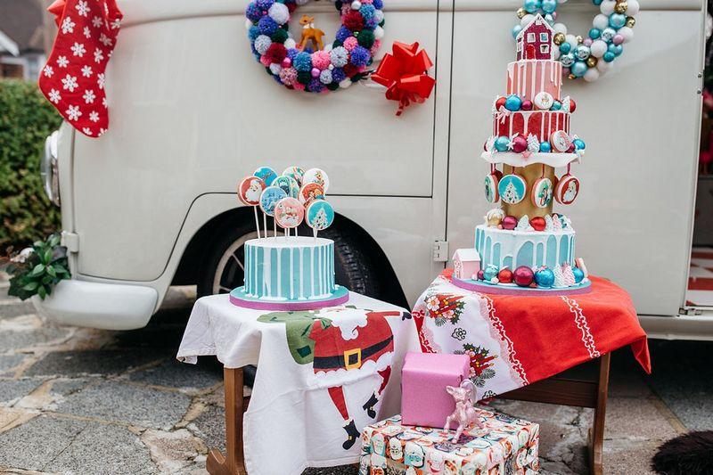 Christmas drip wedding cake and lollipops