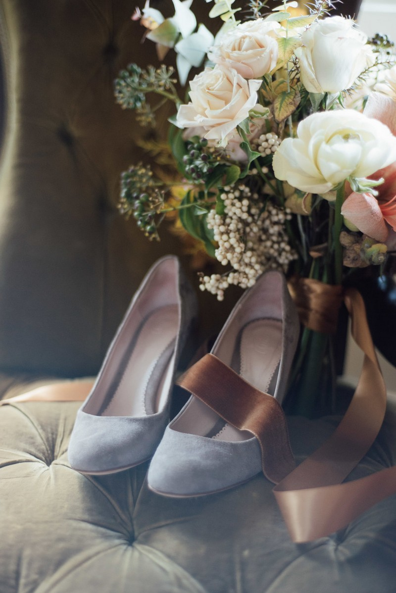 Grey wedding shoes and winter bouquet