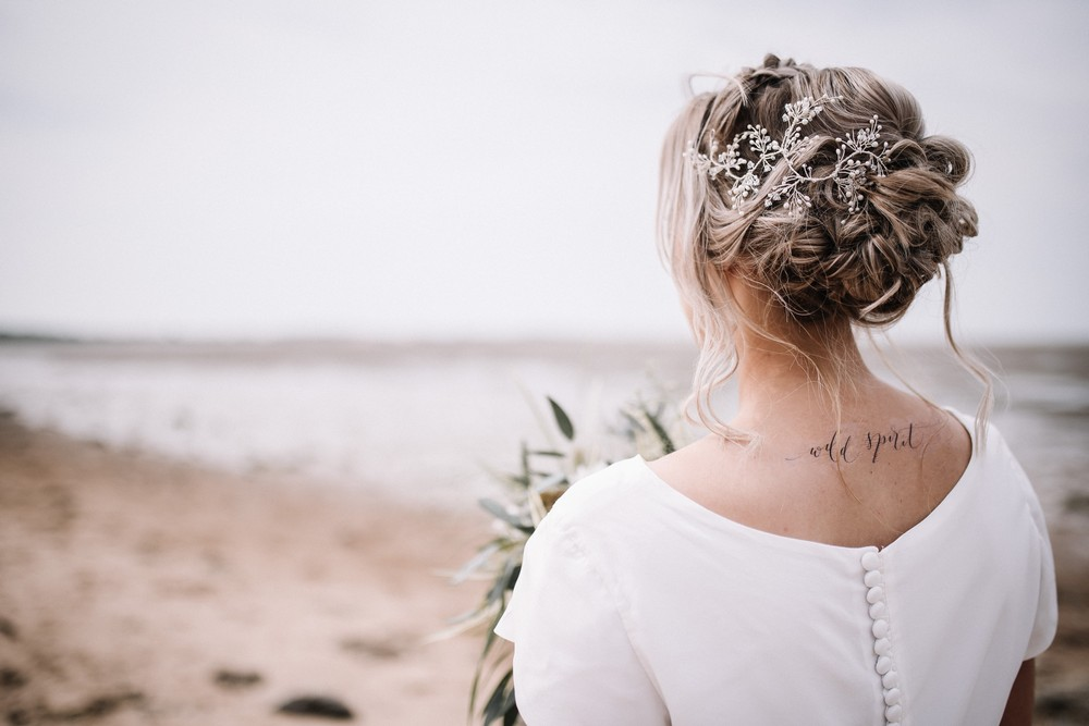 Should You Choose a Bridal Veil, Headpiece or Hair Accessory?