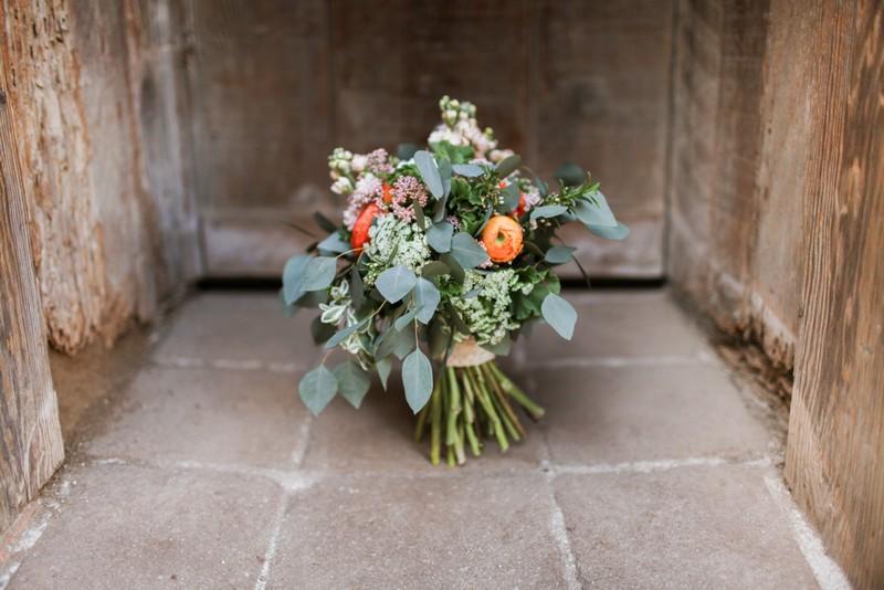 Rustic bouquet in floor in doorway