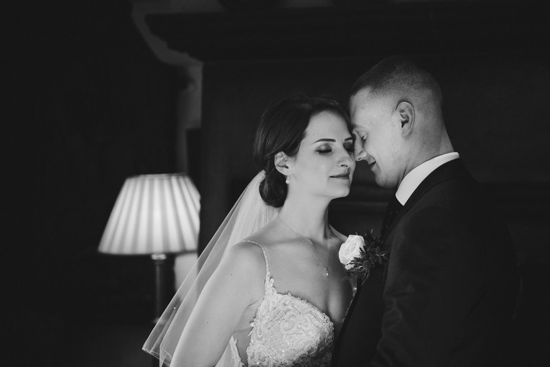 Intimate moment between bride and groom - Picture by IG Time Photography