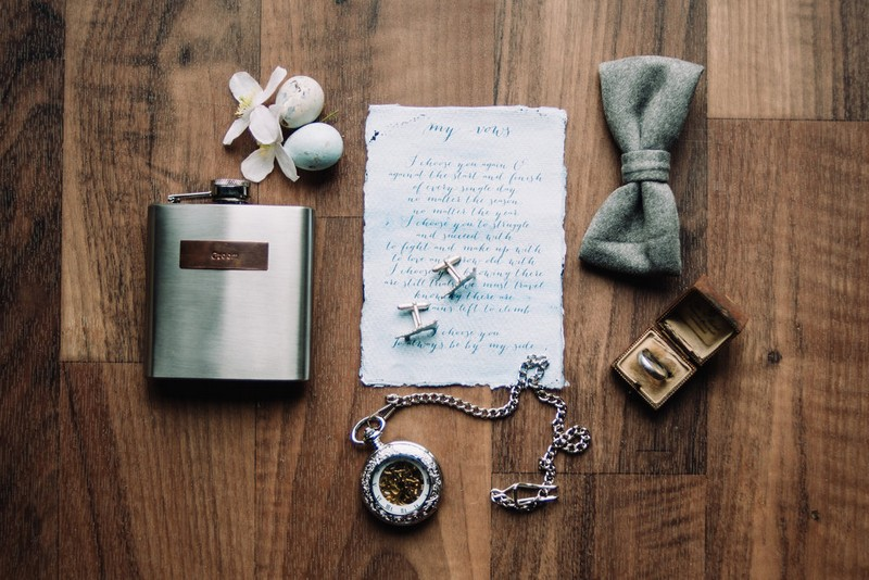 Groom's accessories and vows