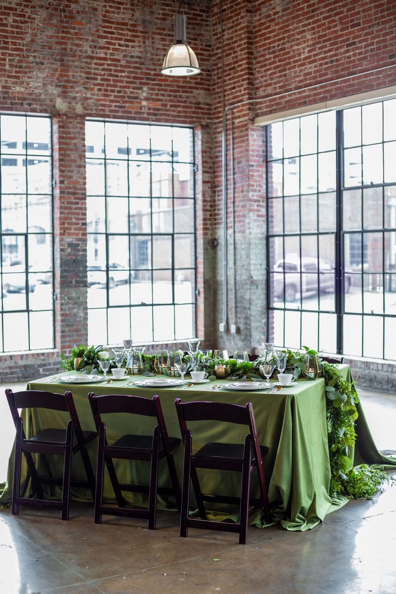Wedding table with green tablecloth