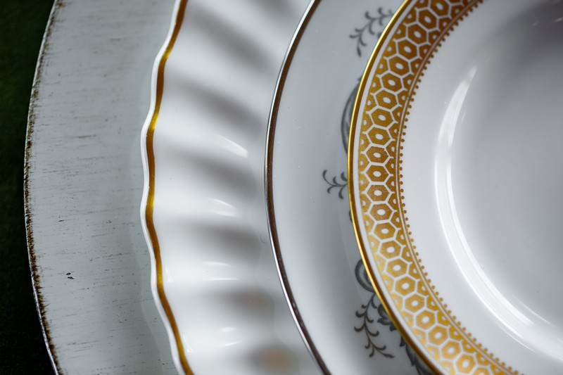 Plates with gold pattern detail
