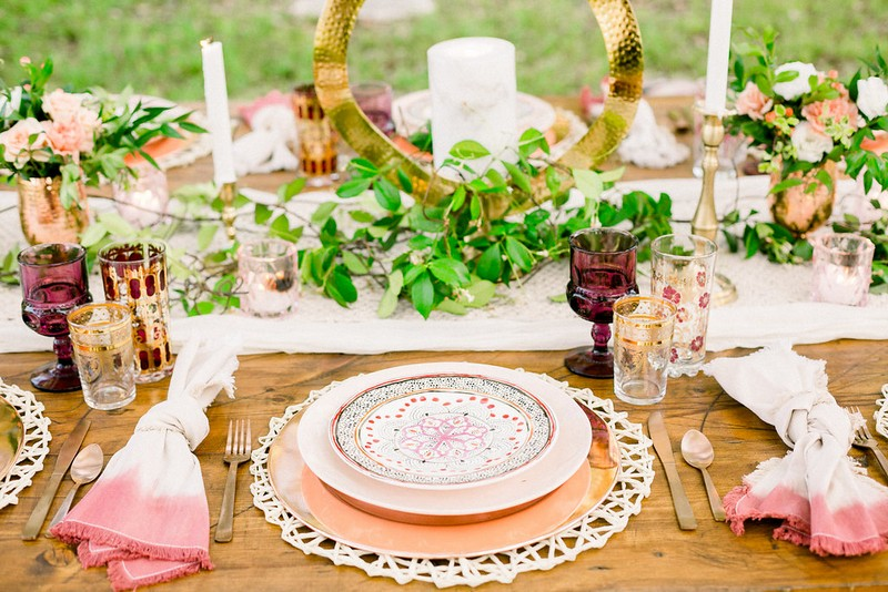 Place setting with patterned plate
