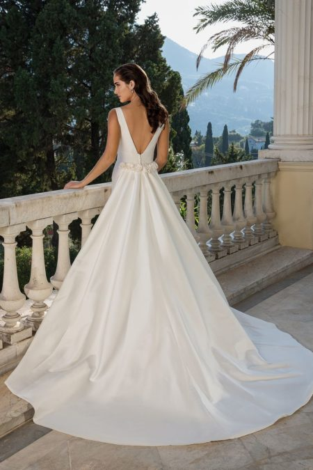 Back of Style 88071 Wedding Dress with Detachable Train from the Justin Alexander Fall/Winter 2019 Bridal Collection