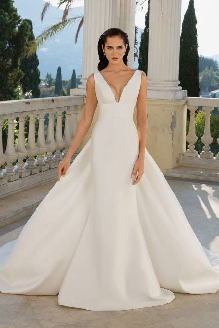Style 88071 Wedding Dress with Detachable Train from the Justin Alexander Fall/Winter 2019 Bridal Collection
