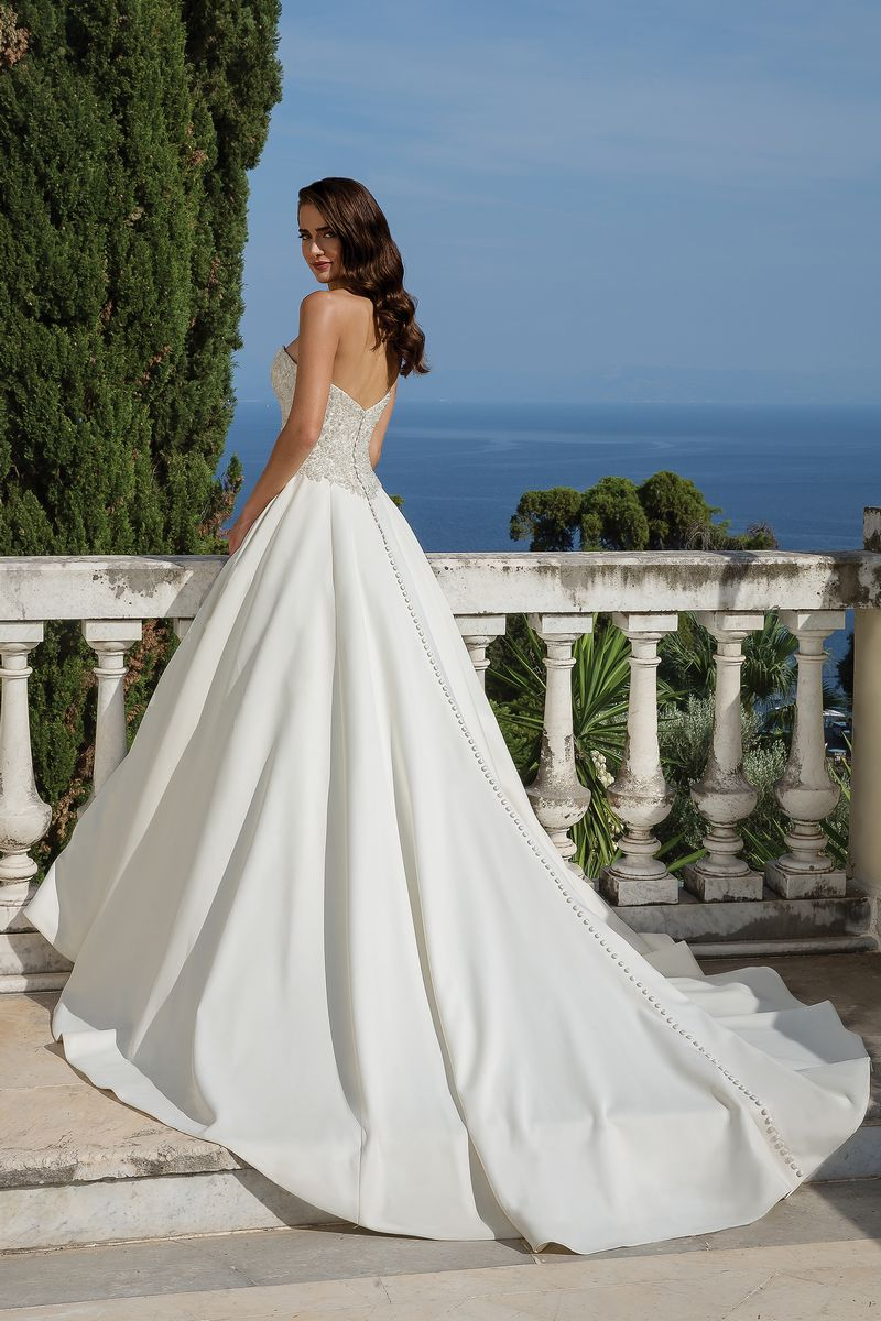 Back of Style 88075 Wedding Dress from the Justin Alexander Fall/Winter 2019 Bridal Collection