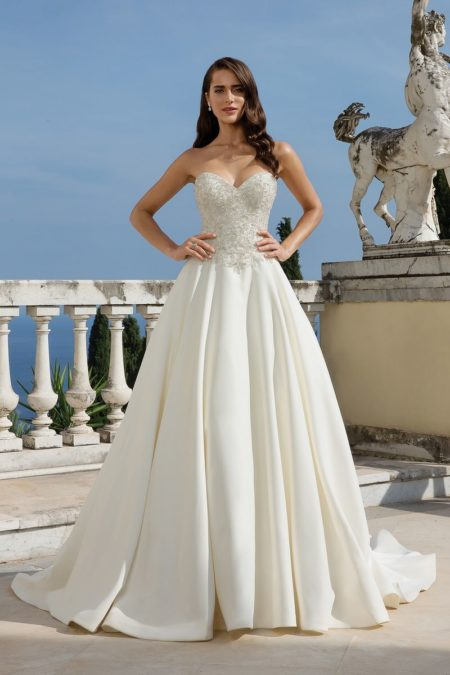 Style 88075 Wedding Dress from the Justin Alexander Fall/Winter 2019 Bridal Collection