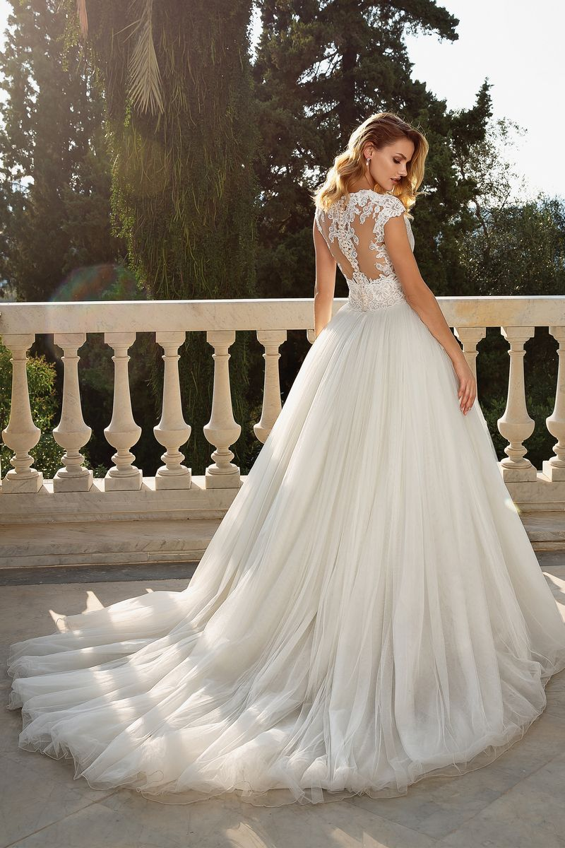 Back of Style 88082 Wedding Dress from the Justin Alexander Fall/Winter 2019 Bridal Collection