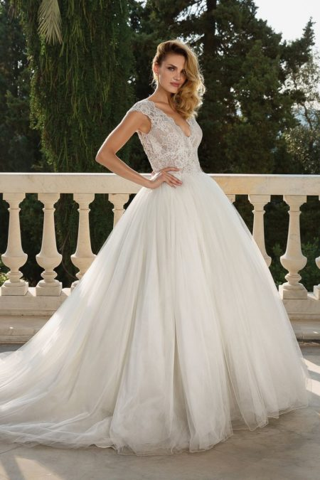 Style 88082 Wedding Dress from the Justin Alexander Fall/Winter 2019 Bridal Collection