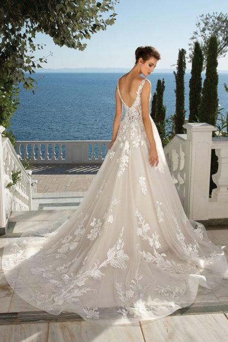 Back of Style 88086 Wedding Dress from the Justin Alexander Fall/Winter 2019 Bridal Collection