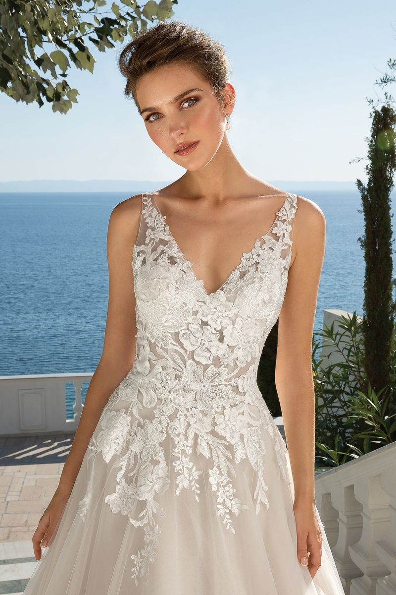 Detail on Style 88086 Wedding Dress from the Justin Alexander Fall/Winter 2019 Bridal Collection