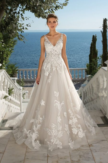 Style 88086 Wedding Dress from the Justin Alexander Fall/Winter 2019 Bridal Collection