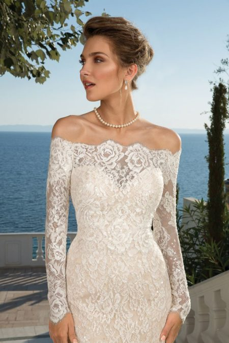 Detail on Style 88087 Wedding Dress with Detachable Jacket from the Justin Alexander Fall/Winter 2019 Bridal Collection