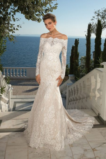 Style 88087 Wedding Dress with Detachable Jacket from the Justin Alexander Fall/Winter 2019 Bridal Collection