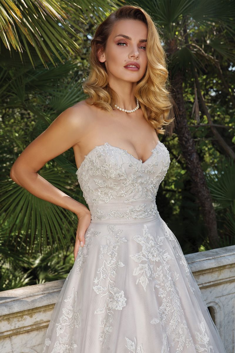 Detail on Style 88089 Wedding Dress from the Justin Alexander Fall/Winter 2019 Bridal Collection