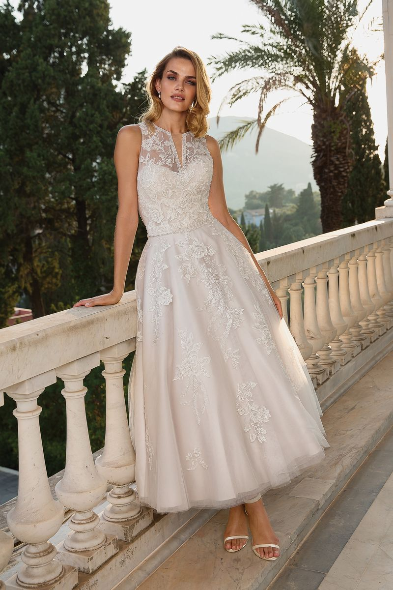 Style 88089 Wedding Dress with Detachable Jacket from the Justin Alexander Fall/Winter 2019 Bridal Collection