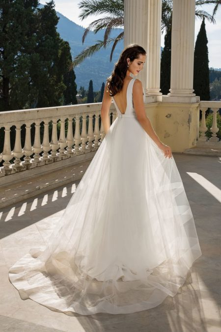 Back of Style 88094 Wedding Dress with Detachable Train from the Justin Alexander Fall/Winter 2019 Bridal Collection