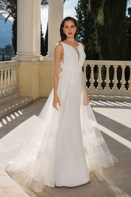 Style 88094 Wedding Dress with Detachable Train from the Justin Alexander Fall/Winter 2019 Bridal Collection
