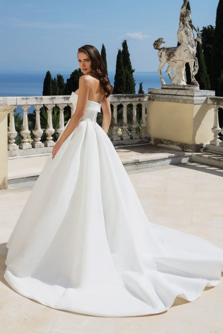 Back of Style 88095 Wedding Dress from the Justin Alexander Fall/Winter 2019 Bridal Collection