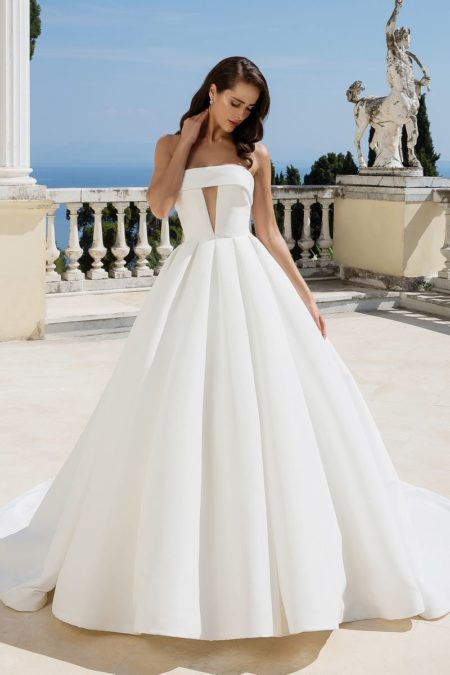 Style 88095 Wedding Dress from the Justin Alexander Fall/Winter 2019 Bridal Collection