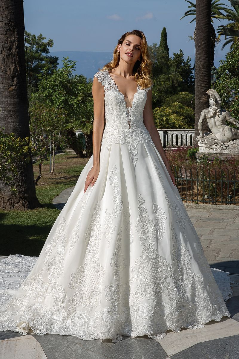 Style 88096 Wedding Dress from the Justin Alexander Fall/Winter 2019 Bridal Collection