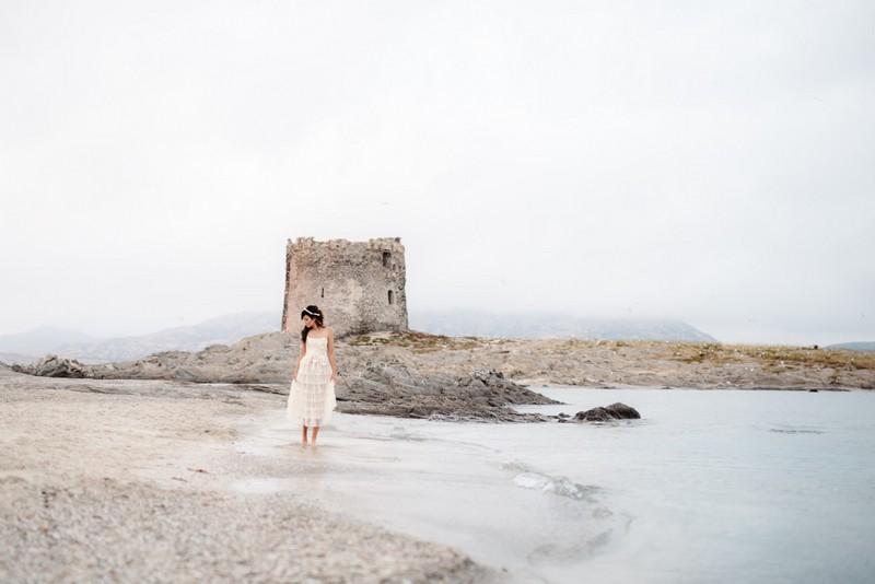 Bride in front of Torre della Pelosa