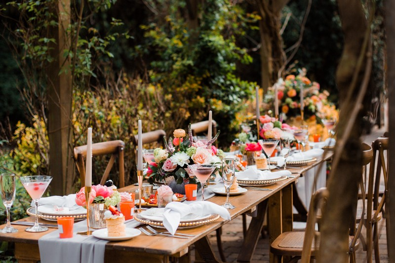 Wedding table with Living Coral and gold styling