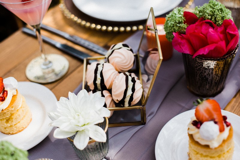 Meringues in glass and gold case