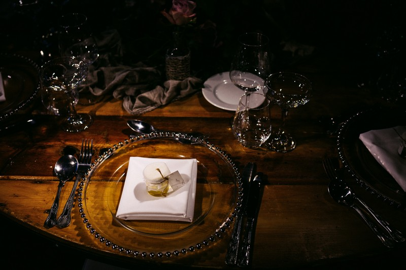 Sinple table styling for winter wedding