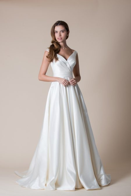 Delphina Wedding Dress from the MiaMia Flying Down to Rio 2020 Bridal Collection