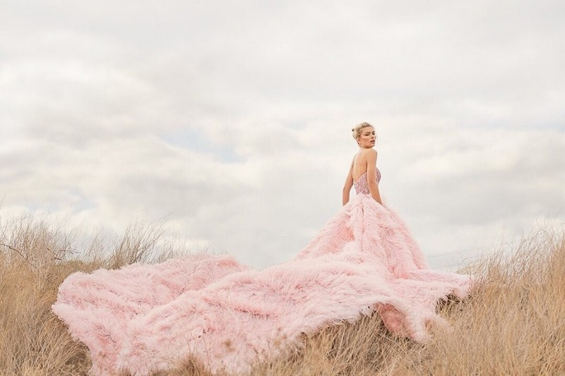 Bride wearing fluffy pink wedding dress - Picture by Sephory Photography