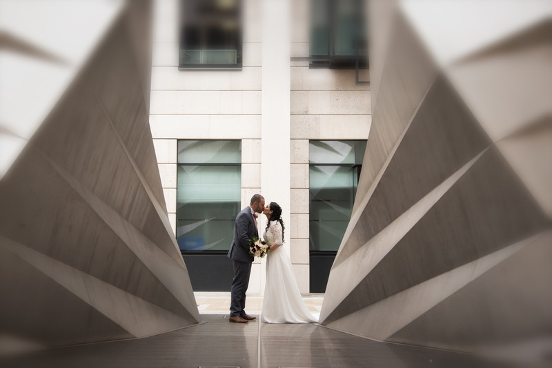 Bride and groom kissing in middle of modern architecture - Picture by Carla Thomas Photography