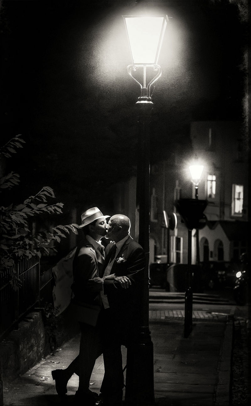 Couple kissing under street light - Picture by Jason Williams Photography