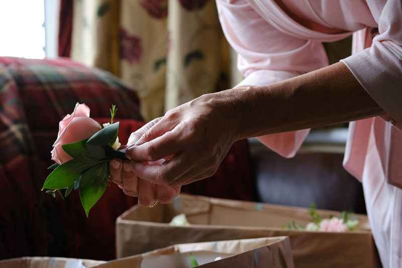 Holding buttonhole