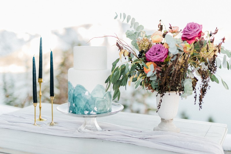 Winter wedding cake and flowers