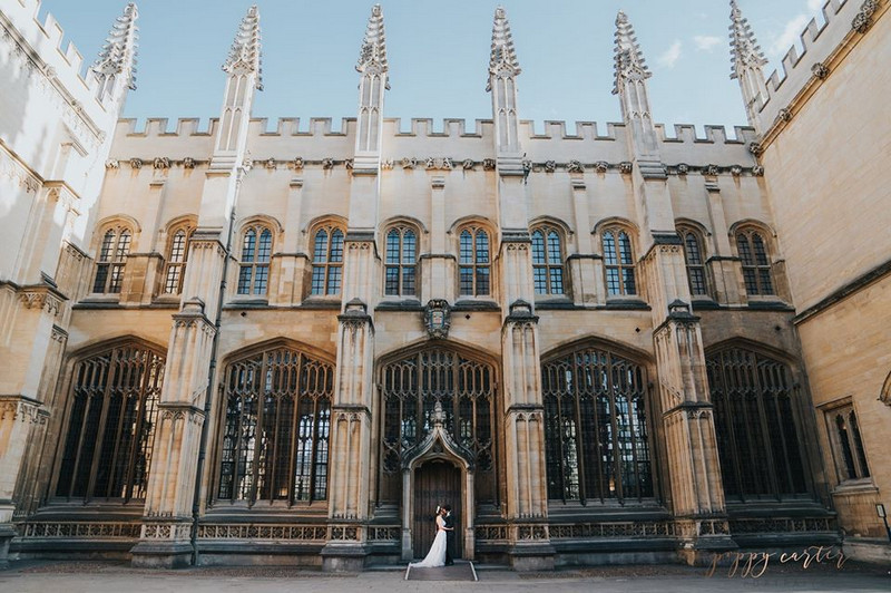 Bride and groom outside Sheldonian Theatre - Picture by Poppy Carter Portraits