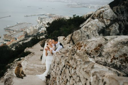 Bride and groom kissing next to monkey - Picture by IG Time Photography