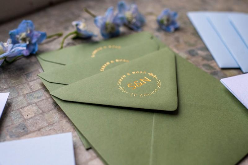 Green envelope with gold wedding motif