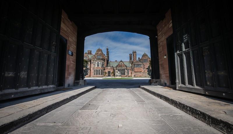 Drive leading to Thornton Manor